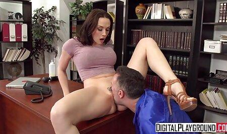Twee meisjes gratis legale porno hebben plezier voor de webcam.